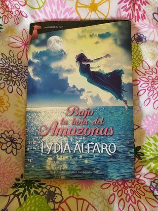 Libro: Bajo la luna del Amazonas