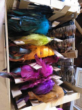 lote de plumas ( regalo negras y caja con acces..)