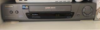 Reproductor vídeo VHS Panasonic y cintas variadas