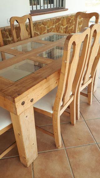 mesa maciza con 6 sillas preciosa