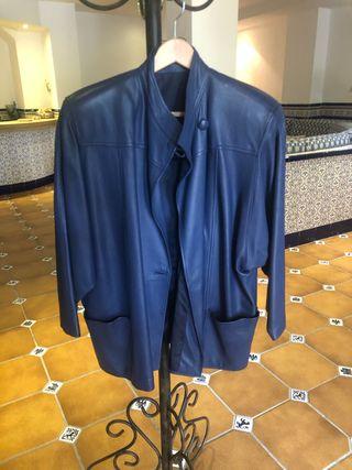 Traje de chaqueta y falda de piel. Marca Duran