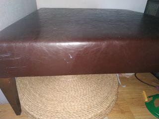Mesa baja de salón de cuero