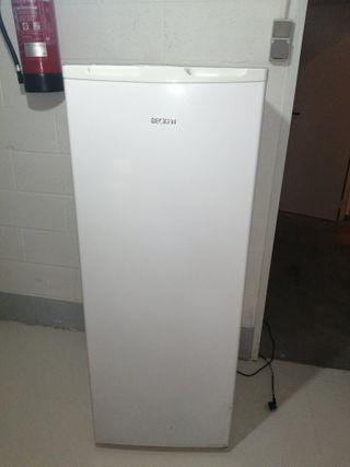 Congelador vertical con cajones
