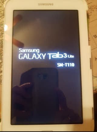 Tablet Samsung de color blanca.