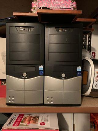 2Torres de ordenador Asus con 2 monitores