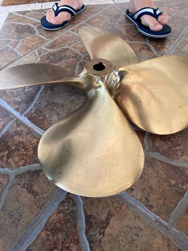 Hélice bronce pulida