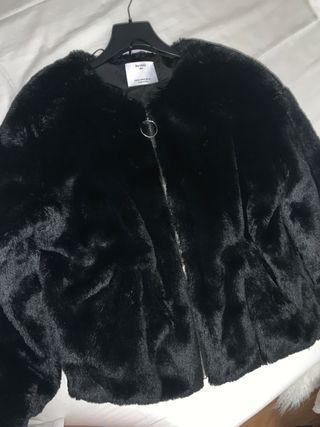 chaqueta de pelo negro