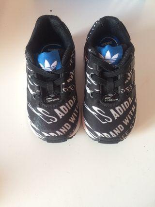 Zapatillas bebé Adidas. Número 2O
