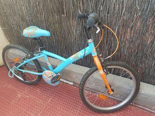 Bicicleta infantil y casco