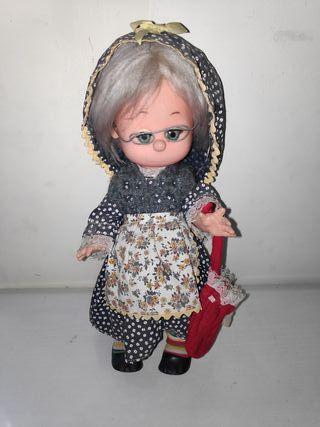 Muñeca niña antigua