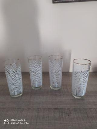 Cuatro vasos vintage.