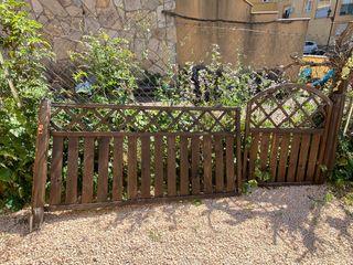 Valla y puerta de jardin de madera