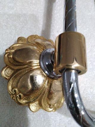 accesorios baño plateado y dorado