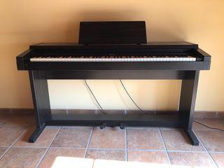 Piano / Clavinova Roland