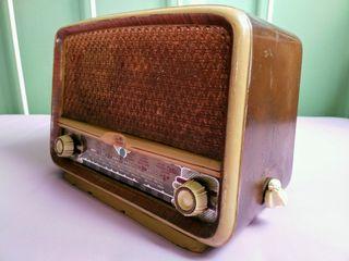 Radio antigua a válvulas Vicson. Años 50