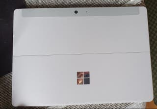 Microsoft Go 8Gb RAM , 128 Gb almacenamiento