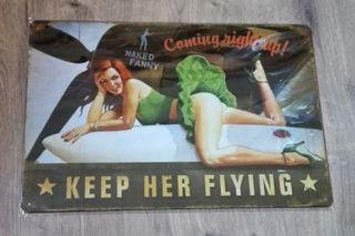 Cartel Nose Art. Chica sobre depósito de avión.