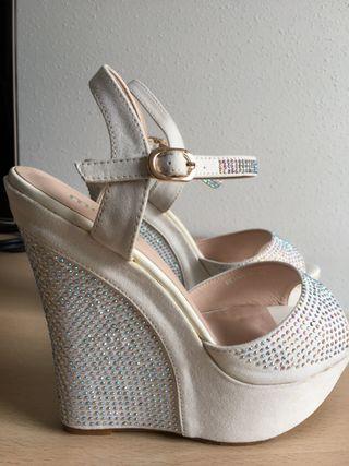 Sandalias blancas de cuña