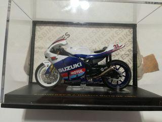 Moto Suzuki 1/24