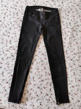 pantalón negro de mango
