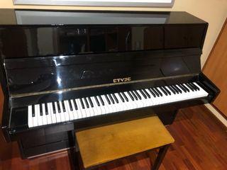 Piano vertical Etyde