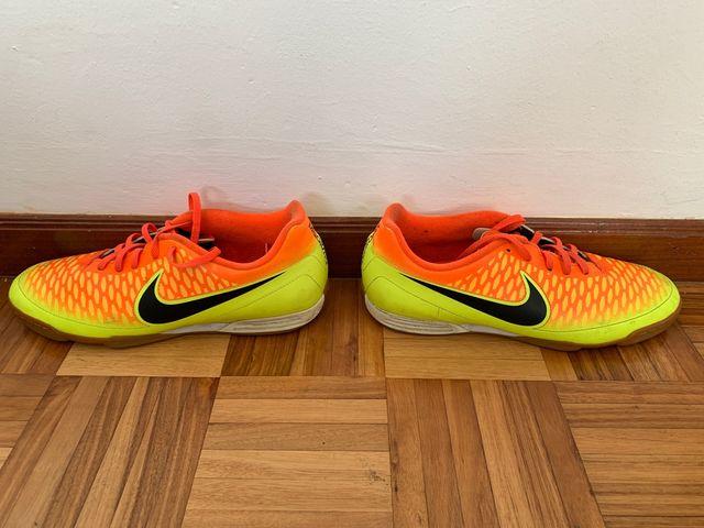 Otros lugares Abreviar visión  Botas fútbol sala Nike MAGISTA. Talla 45 de segunda mano por 18 € en A  Coruña en WALLAPOP