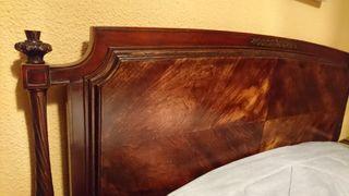 Cabecero de madera tallado