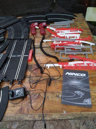 pista scalextric Ninco. cargador. 2 mandos.