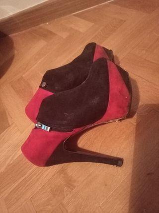 Zapatos botines plataforma y tacón alto