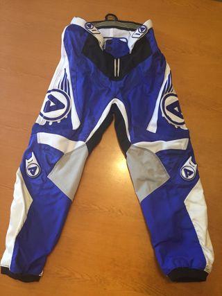 Pantalón y casco moto infantil 10-12 años