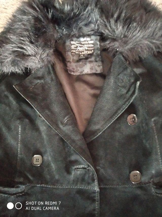 Abrigo de piel Stradivarius talla M.