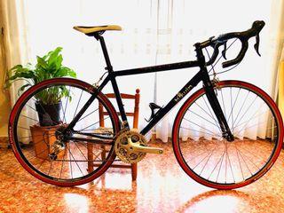 Bicicleta carretera BTWIN.