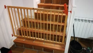 puerta de seguridad para escaleras