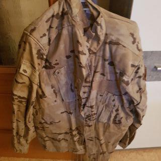traje militar