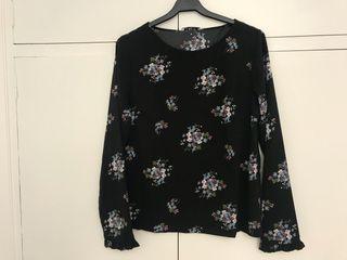 Camiseta Pieces NUEVA negra con flores