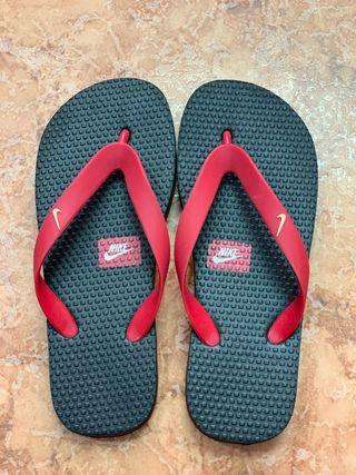 Zapatillas dedo Nike rojas