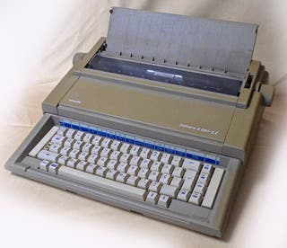 Máquina de escribir eléctrica Olivetti