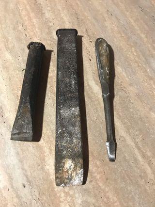 Cortafríos y destornillador antiguo
