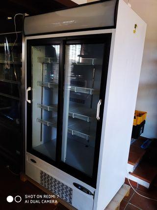 Infrico vitrina refrigerada vertical industrial