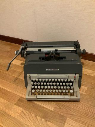 Máquina de escribir Olivetti línea 98.