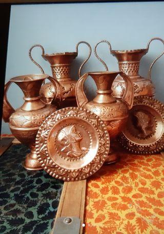 Vasijas y platos de cobre