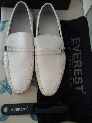 Zapatos Everest.