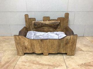 Cama de madera para mascota