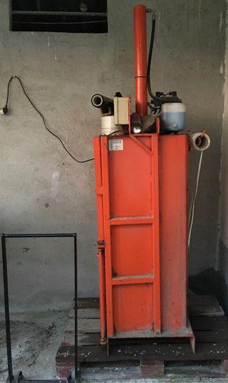 Máquina prensadora de cartón