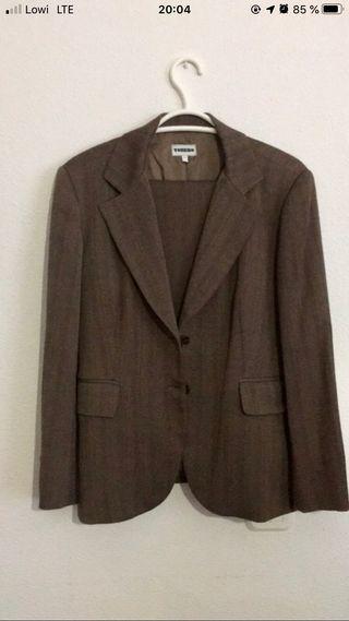 Traje chaqueta y pantalón marrón
