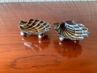 Conchas con soporte de plata