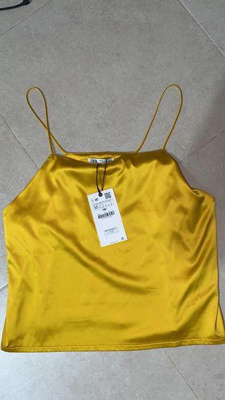 Top amarillo satinado