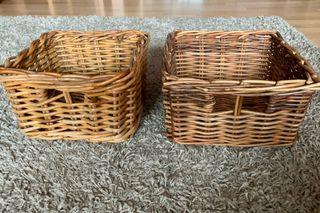 Dos cestas de mimbre