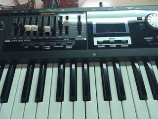 Órgano Roland vr09