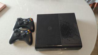 Xbox 360 E. 500gb. 2 mandos